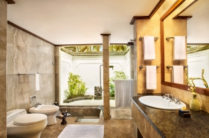 The Oberoi Beach Resort Bali - Lanai Bathroom