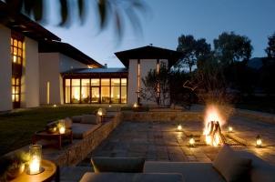 Amankora Bumthang -  Courtyard Bonfire Night