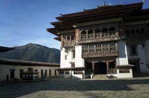 Amankora Gangtey - Dzong