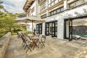 COMO Uma Paro - Lounge Outside Swimming Pool