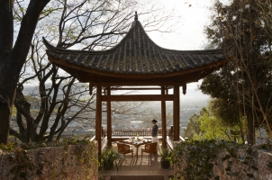 Amandayan - Outdoor pavilion with Old Town views