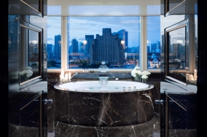 The Peninsula Shanghai - Majestic Suite Bathroom