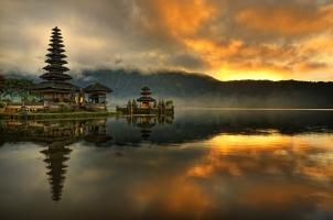 Bali - Ulun danu Water temple at Bratan lake