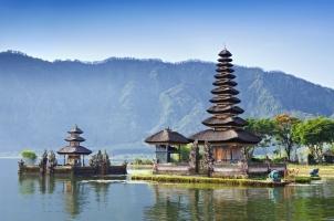 Indonesia - Ulun Danu temple Beratan Lake Bali