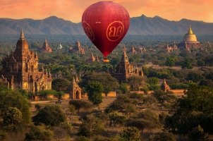 Myanmar - Balloon over Bagan