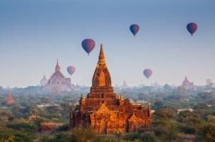Myanmar - Sunrise temples Bagan