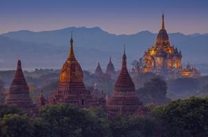 Myanmar - Tempel Bagan Dusk
