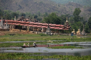 Myanmar - temple inle lake