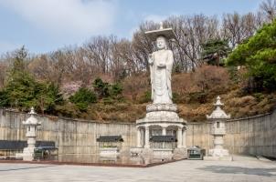 Südkorea - Giant Buddha statue at Bongeunsa Temple in Seoul