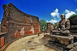 Sri Lanka - Polonnaruwa temple