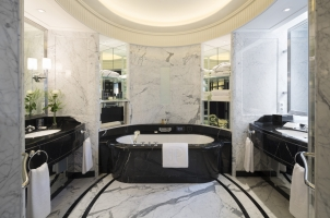 The Peninsula Paris - Bathroom