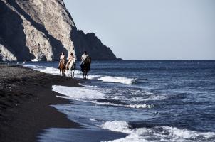 Istoria Santorini - Horse Riding on the beach