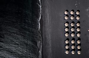Istoria Santorini - Perivolos Beach