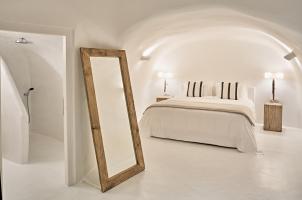 Mystique Santorini - Holistic Villa Bedroom