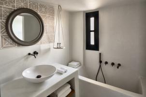 Vedema Santorini - Aegean Bathroom