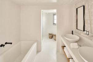Vedema Santorini - Olympian Villa Bathroom