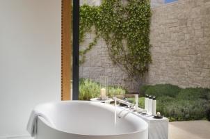 Amanzoe - Villa bathroom