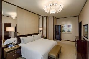 The Peninsula Hong Kong - Deluxe Suite Bedroom