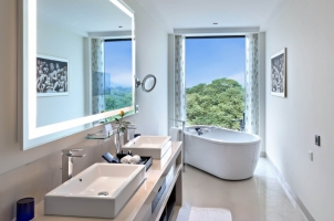 The Oberoi New Delhi - premier club bathroom
