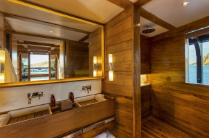 Indonesia Amandira - Cabin bathroom