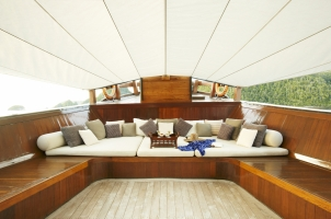Indonesia Amanikan - Foredeck Lounge Area