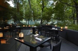 Aman Tokyo - Cafe outside
