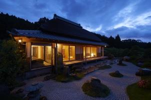 Sasayuri Ann - Villa Stone Garden