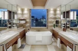 The Peninsula Tokyo - Deluxe Suite Bathroom