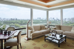 The Peninsula Tokyo - Deluxe Suite Living Room Area Day