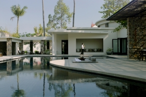 Amansara -Pool-side yoga
