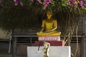 Amantaka -  Luang Prabang, Budha statue