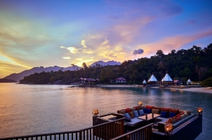 Ritz-Carlton Langkawi - Bar and Beach View