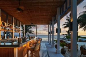 Raffles Maldives - Long Bar