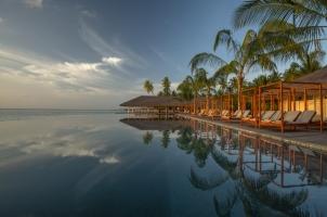 The Residence Dhigurah - Beach Club Infinity Pool