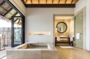 Maledives COMO Maalifushi - Bathroom Overwater Suites