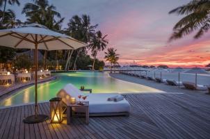 Maledives COMO Maalifushi - Swimming Pool Evening