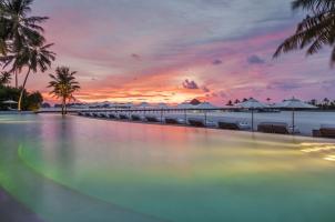 Maledives COMO Maalifushi - Swimming Pool at night