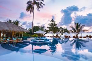 Maledives Six Senses Laamu - Swimming Pool evening