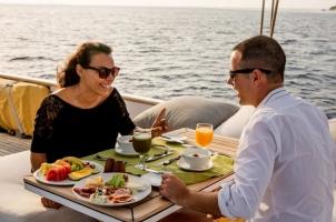 Maledives Soneva Aqua - Breakfast on the boat