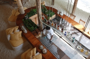 Maledives Soneva Fushi - By the Bar