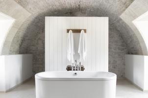 Montenegro - Aman Sveti Stefan - Deluxe Cottage bathroom