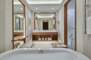 Regent Porto Montenegro - Bathroom Venezia