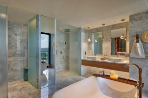 Six Senses Zil Pasyon Seychelles - Three Bedroom Residence Master Bathroom