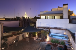 Corral del Rey - Roof terrace nighttime