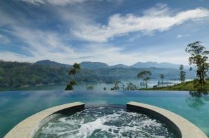 Ceylon Tea Trails - Pool And Lake