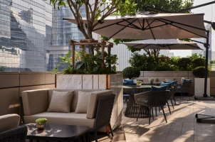 Thailand - Rosewood Bangkok - Brasserie Balcony