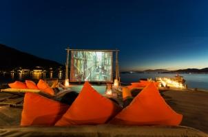 Six Senses Ning Van Bay - Movie at the beach