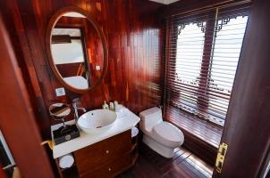 Vietnam The Au Co Cruise - Grand Deluxe Cabin Bathroom