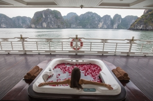 Vietnam The Au Co Cruise - Jacuzzi Day Time