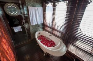 Vietnam The Au Co Cruise - Long Quan Suite Bathroom